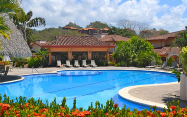 Luxury condo on the iguana golf course in colina at los suenos for