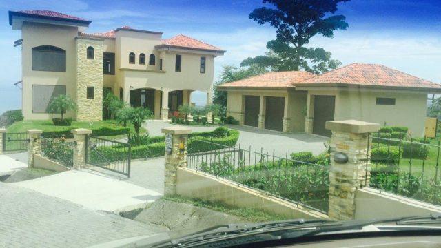 Luxury Home In Tarcoles